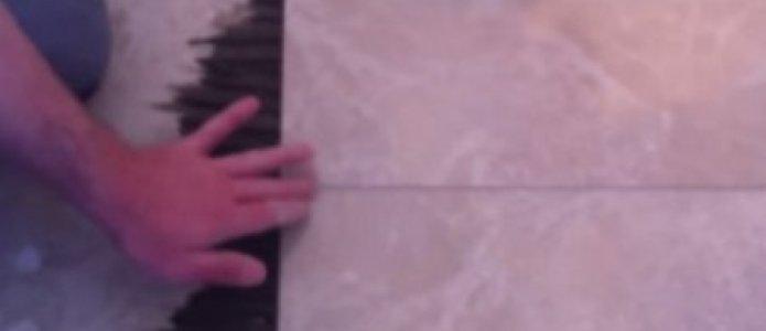 Укладка и затирка напольной плитки видео.